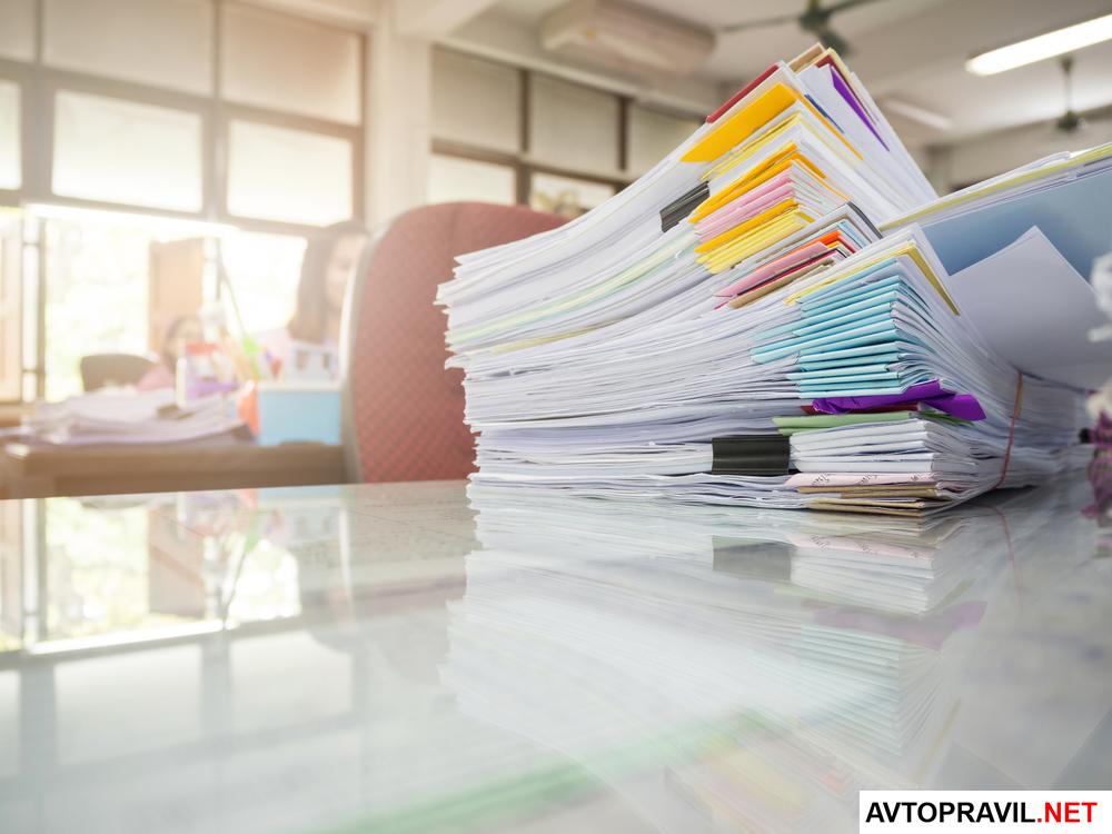 пакет документов в офисе на столе