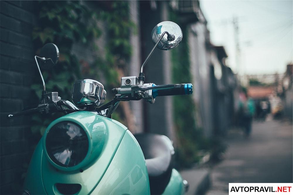зеленый скутер