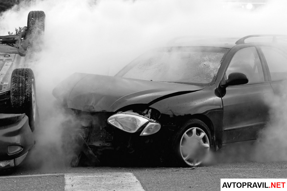 Два автомобиля попавших в ДТП