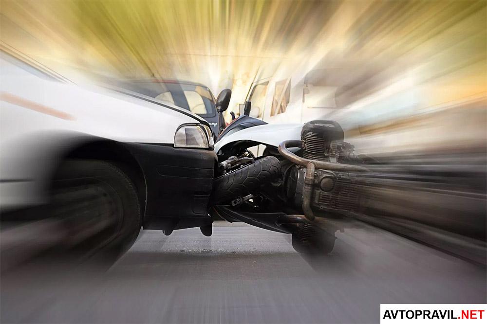 Два автомобиля попавшие в ДТП