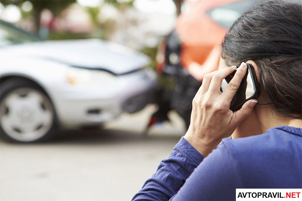 Мужчина пострадавший в ДТП вызывающий аварийного комиссара