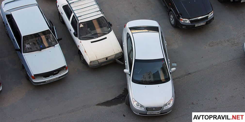 Машины попавшие в ДТП на парковке