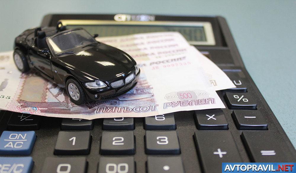 Калькулятор, рубли и модель автомобиля