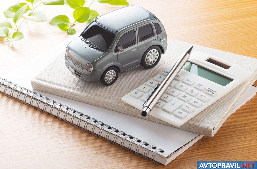 Модель авто на ежедневнике и калькуляторе