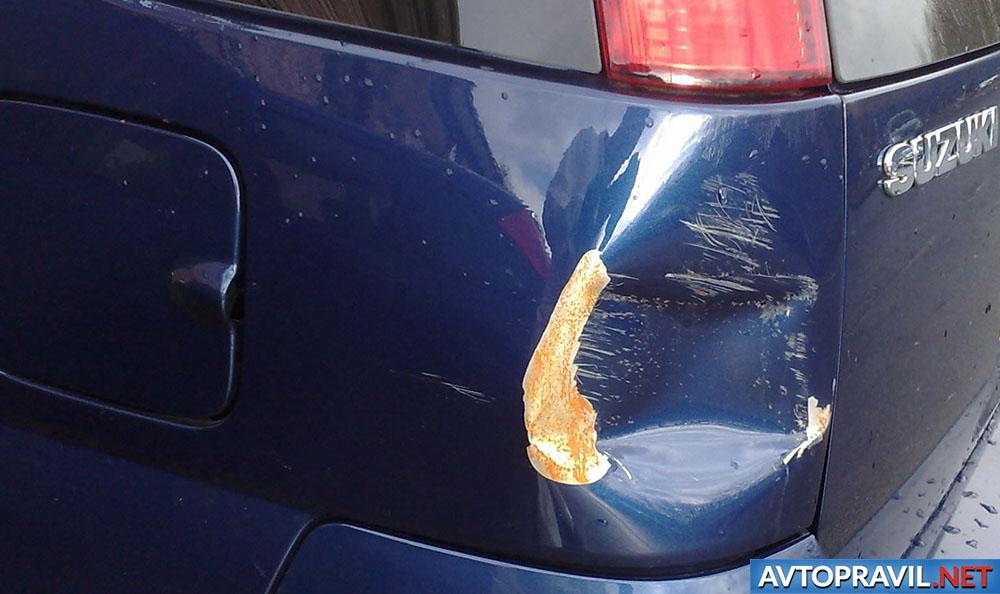 Побитый кузов автомобиля
